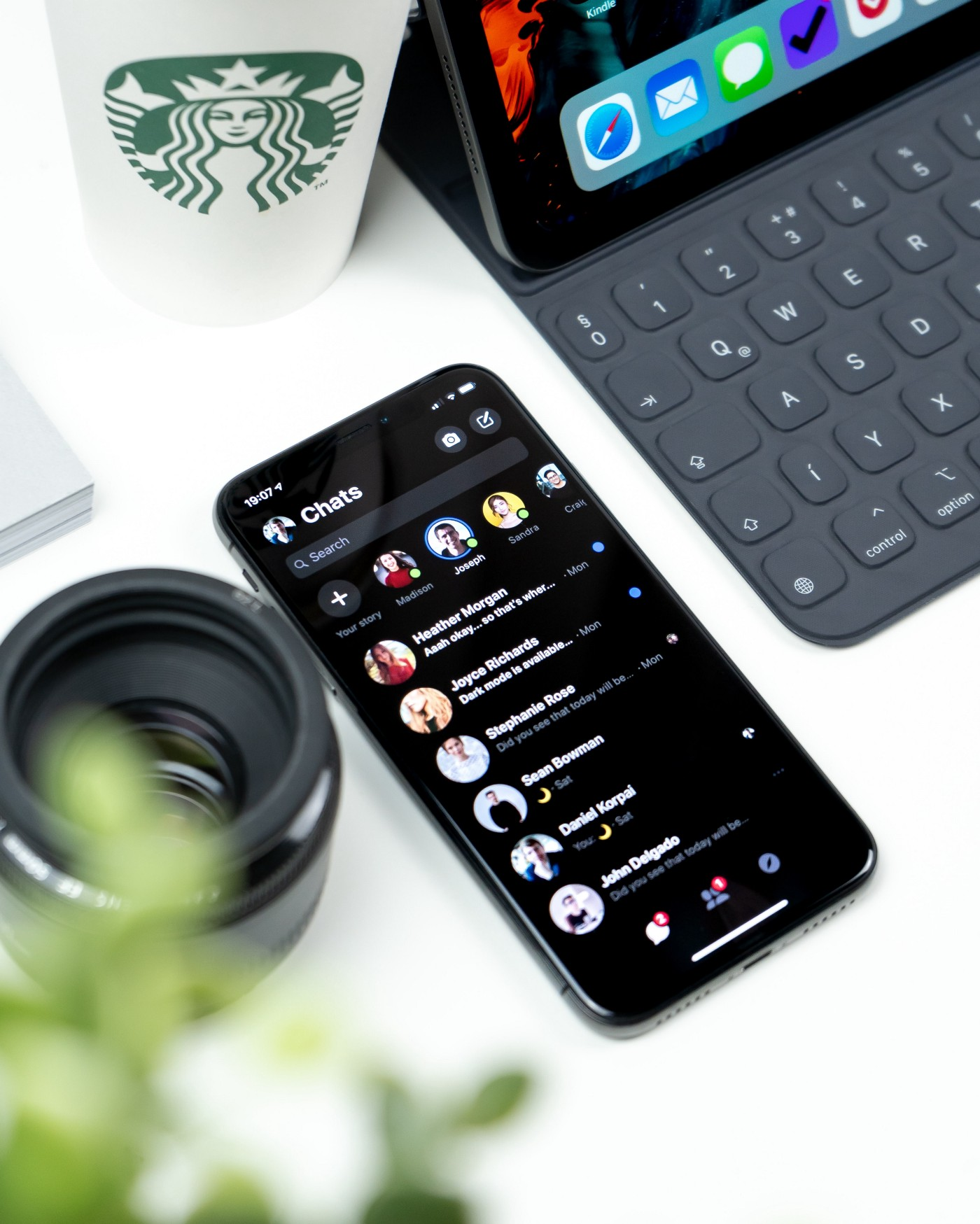 Dark Mode in Design: The Benefit and Disadvantage